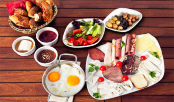 gulet cruise breakfast